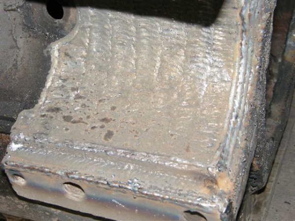 Material Base: Aço Fundido | Maquina: Mig ESAB Smashweld 408 | Material de Adição: Arame MAG Sólido Norma: AWS ER 70S6 | Parâmetro de Soldagem: Amperagem: 180A. Voltagem: 18V. | Gás Proteção: C25 / ATAL