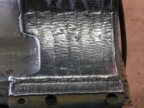 Material Base: Aço Fundido | Maquina: Mig ESAB Smashweld 408 | Material de Adição: Arame Tubular - ARS 5 - 1,2mm Norma: AWS E71T-1 | Parâmetro de  Soldagem:  Amperagem: 200A. Voltagem: 20V. | Gás Proteção: CO2